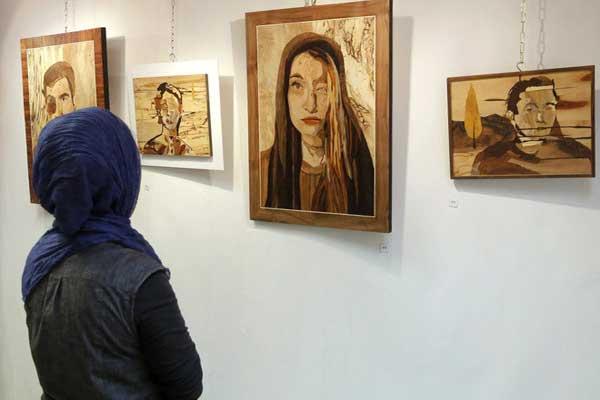 ضحايا يحولون مأساتهم إلى لوحات توعوية