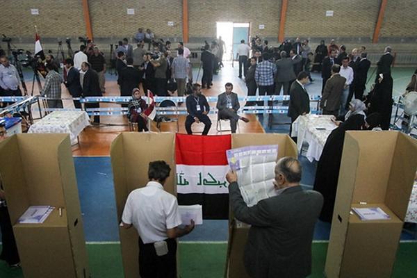 عراقيون في طهران يدلون بأصواتهم