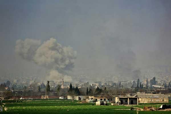 دخان يتصاعد من الغوطة الشرقية جراء غارات بتاريخ 7 مارس 2018