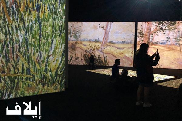 مشاهدة لوحات الرسام الهولندي فنسنت فان كوخ من خلال تقنية
