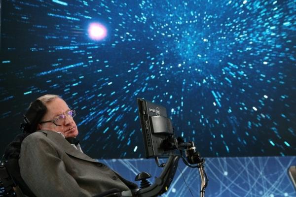 العالم الفيزيائي ستيفن هوكينغ