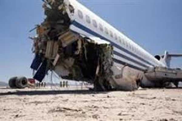 محاولات لإنقاذ ركاب من طائرة بنغلاديشية ساقطة قبل هبوطها