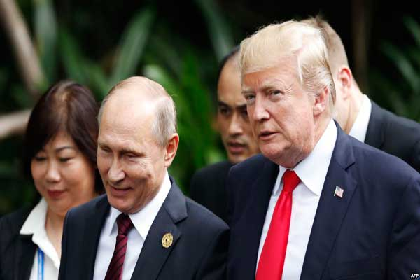 بوتين وترمب خلال لقاء سابق