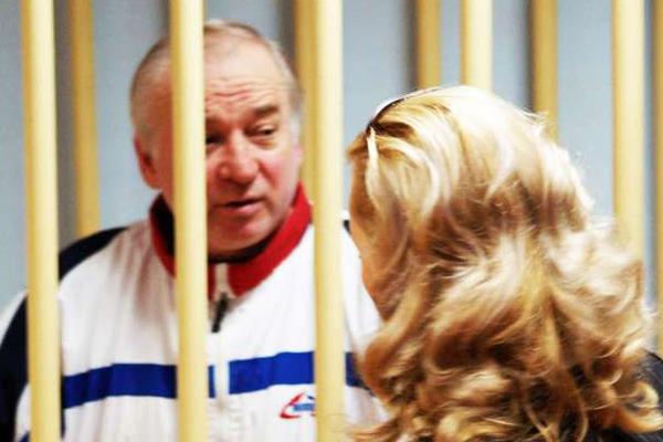 الجاسوس المزدوج سكريبال حين حكم بالسجن في روسيا