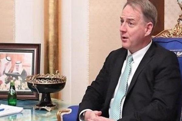 القائم بأعمال السفارة الأميركية لدى السعودية كريستوفر هينزيل