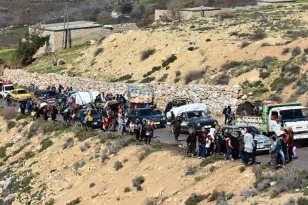 مدنيون يفرون من عفرين بعد تقدم القوات التركية وفصائل سوريا موالية لها في 16 مارس 2018
