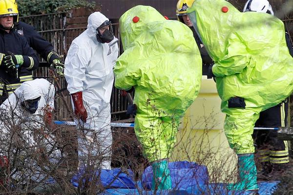خبراء بريطانيون في موقع اصابة سكريبال