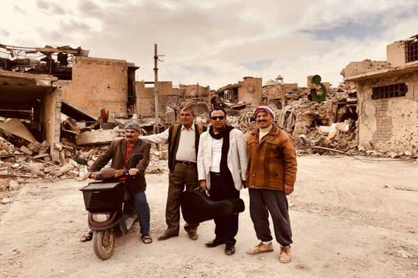 سامي نسيم في جولة ميدانية داخل شوارع الموصل المهدمة