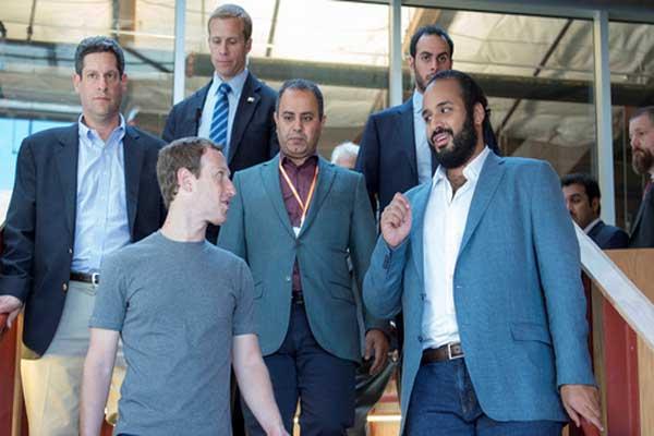محمد بن سلمان خلال لقائه مع مارك زكربيرغ في جولته الأميركية السابقة