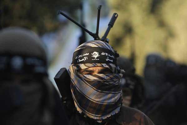 مقاتل من جيش الإسلام