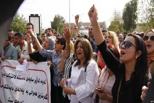 موظفو إقليم كردستان يتظاهرون مطالبين بمرتباتهم كاملة