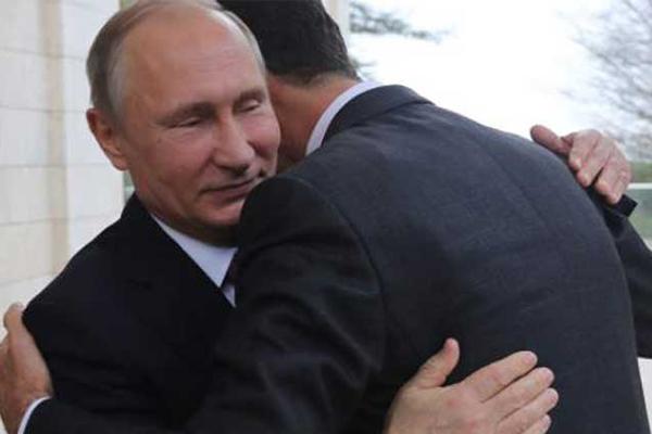 بوتين محتضنا بشار في لقاء سابق