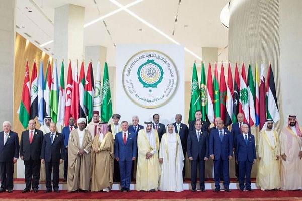 صورة جماعية لملوك وقادة وزعماء الدول العربية المشاركة في قمة الظهران