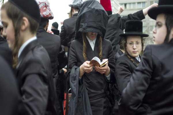 أفراد من الجالية اليهودية في بريطانيا