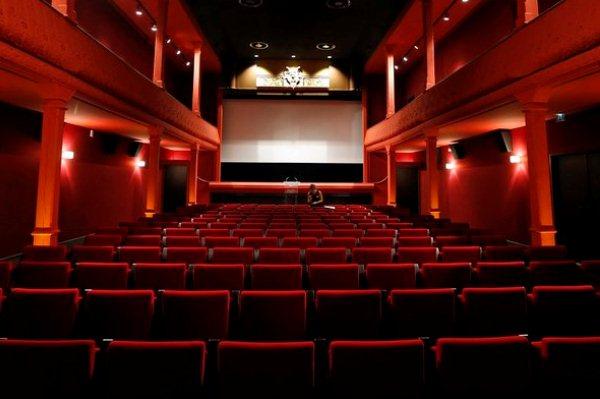 افتتاح أول دار عرض سينمائي في السعودية