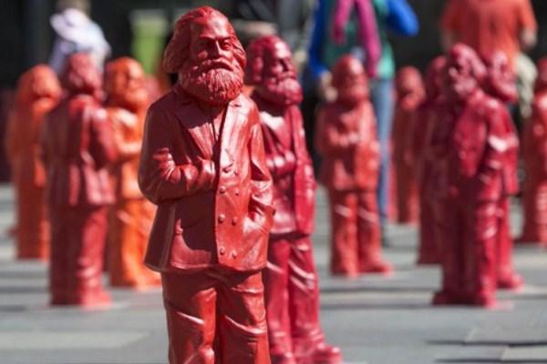 تماثيل تجسد كارل ماركس