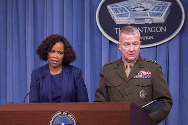 الجنرال كينيث ماكنزي والمتحدثة باسم البنناغون
