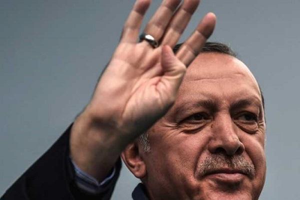 اردوغان وتحيته المعروفة