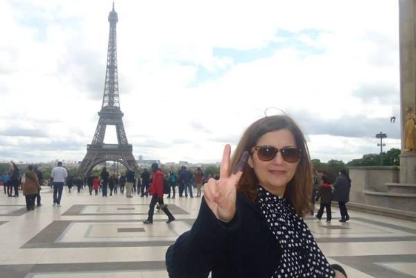 عراقية في باريس بعد أن أدلت بصوتها في الانتخابات السابقة عام 2014