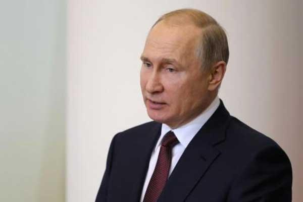 الرئيس الروسي فلايديمير بوتين خلال اجتماع في سان بطرسبورغ بتاريخ 27 ابريل 2018