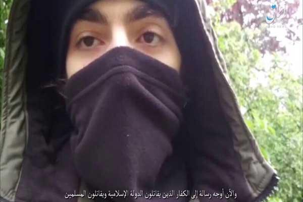 حمزة عظيموف خلال شريط صوره قبل العملية يعلن مبايعة داعش