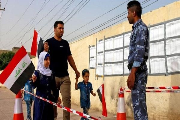 عراقي يتوجه للادلاء بصوته في انتخابات بلاده