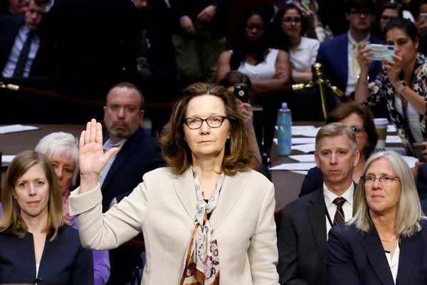 هاسبل خلال استجوابها من قبل لجنة الاستخبارات في مجلس الشيوخ الأميركي
