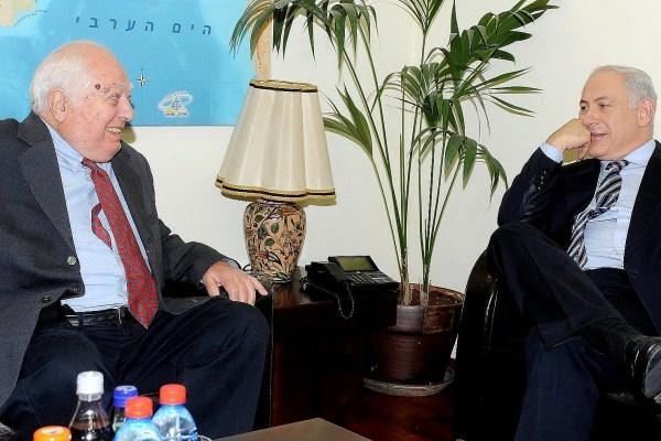 برنارد لويس خلال لقاء سابق مع بنيامين نتانياهو