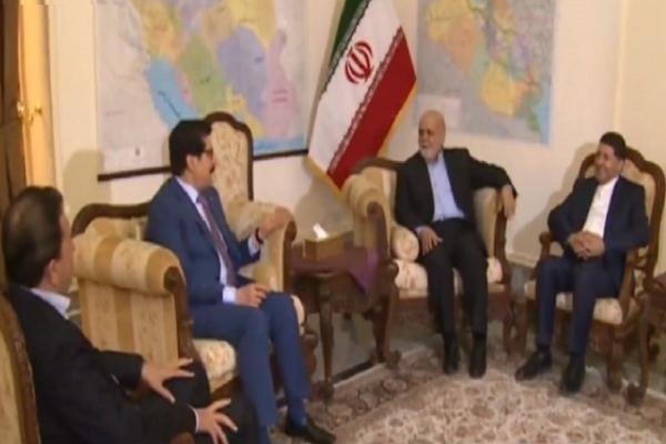 وفد حزب بارزاني مجتمعا في مقر السفارة الإيرانية في بغداد مع السفير مسجدي