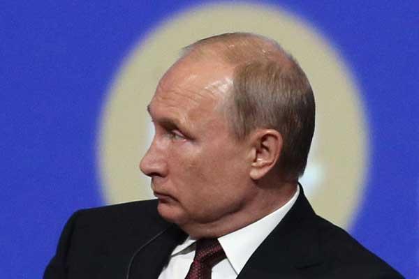 بوتين أثناء منتدى سان بطرسبرغ الجمعة 25 مايو 2018