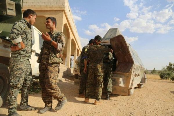 عناصر قوات سوريا الديمقراطية في منبج