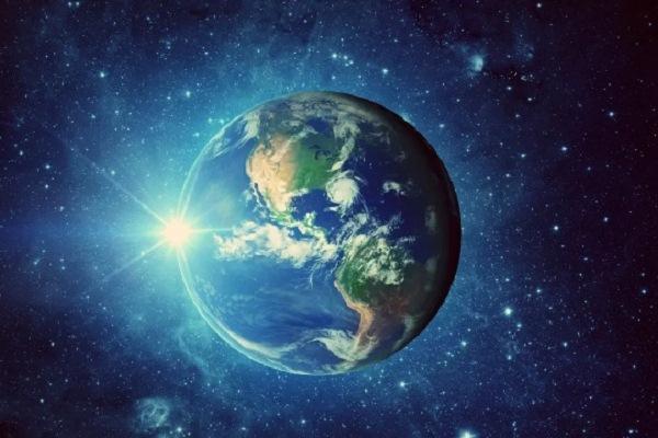 ابتعاد القمر عن الأرض يزيد يومنا طولًا