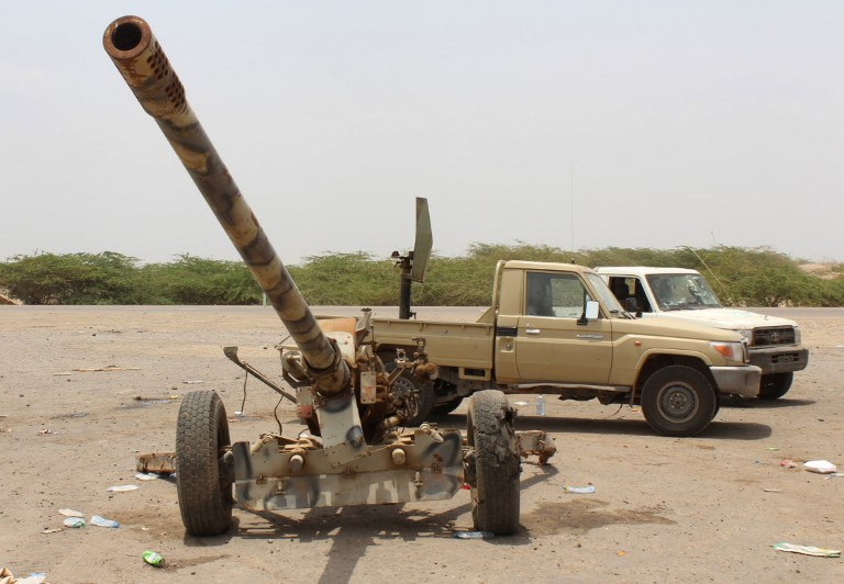 الجيش اليمني مسنودا من التحالف يريد السيطرة على مطار الحديدة