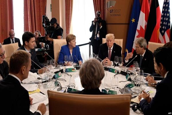 قادة مجوعة السبع في اجتماع