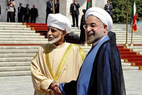 روحاني مستقبلا السلطان قابوس في طهران (أرشيف)