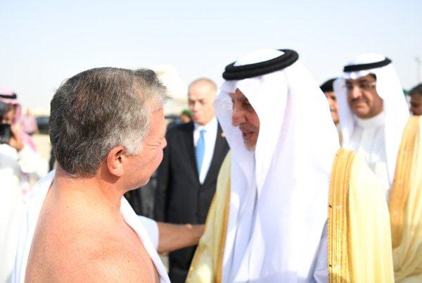 الملك عبد الله يؤدي مناسك العمرة بعيد وصوله الى مطار جدة