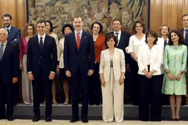 الحكومة الإسبانية تضم 11 وزيرة من أصل 18