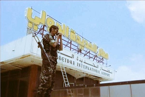 السفير آل جابر: مطار الحديدة في قبضة القوات الشرعية