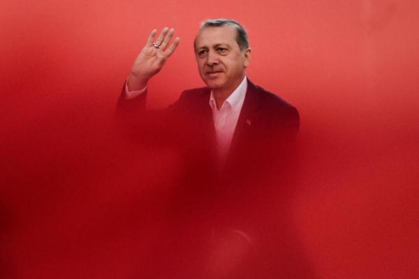 توقعات بفوز أردوغان في انتخابات تركيا بعد اعتقال الآلاف