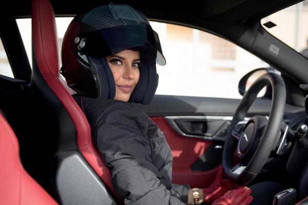 سعودية تقود سيارة الفورمولا وان الخاصة بجائزة فرنسا الكبرى