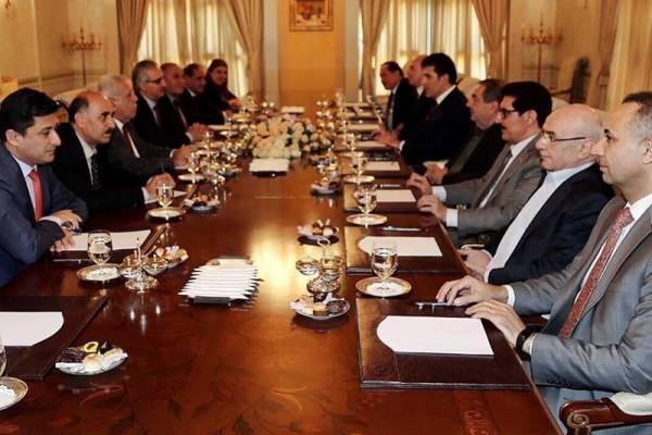 قادة الحزبين الكرديين الرئيسيين خلال اجتماعهم في أربيل اليوم