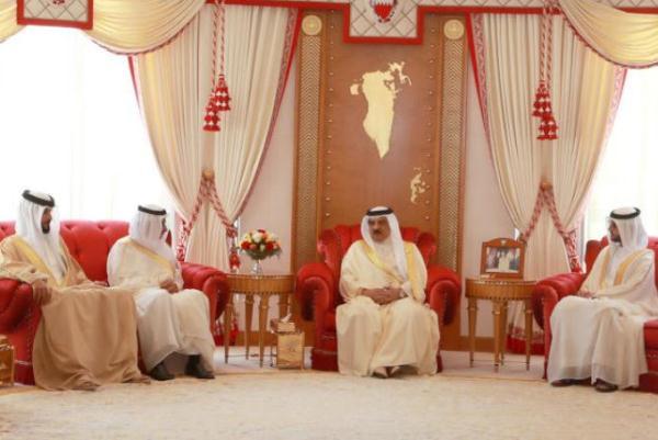 ملك البحرين يستقبل سفير السعودية وسفير الإمارات والقائم بأعمال سفير دولة الكويت - بنا