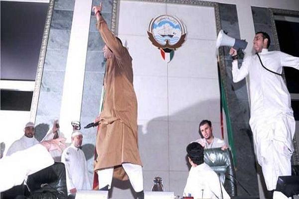 لقطة من حادثة اقتحام البرلمان الكويتي 2011