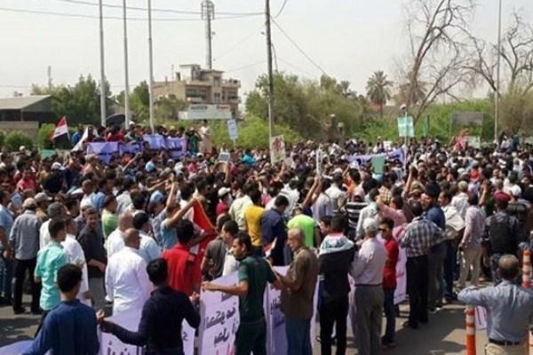 متظاهرون في البصرة يطالبون بفرص عمل