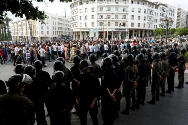 متظاهرون احتجاجا على الاحكام بحق قادة حراك الريف في أحد شوارع الرباط