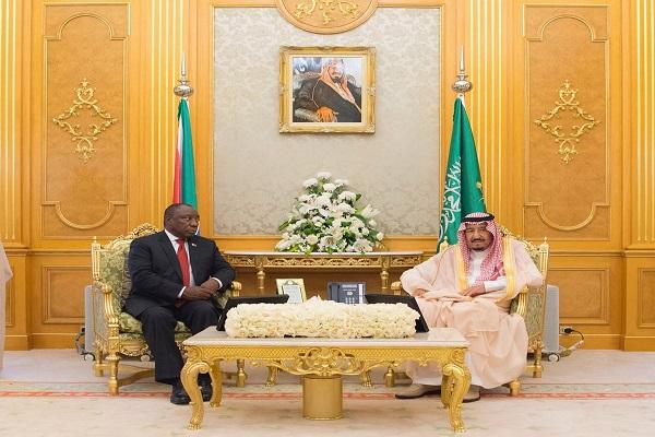 العاهل السعودي ورئيس جنوب إفريقيا خلال جلسة المباحثات