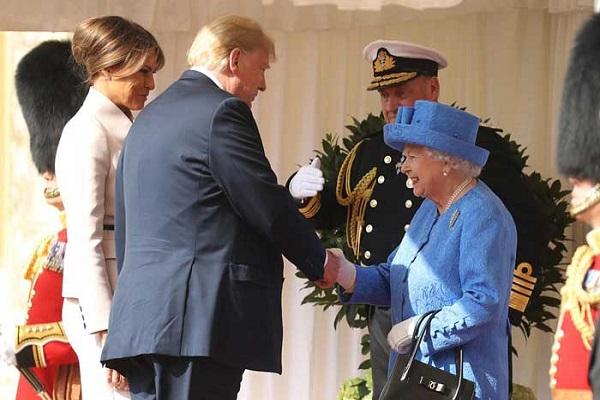 الملكة تستقبل ترمب وزوجته
