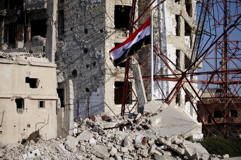 العلم السوري في وسط درعا بعد هزيمة المعارضة