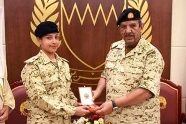 المشير الركن الشيخ خليفة بن أحمد والشيخة عائشة بنت راشد - أرشيفية