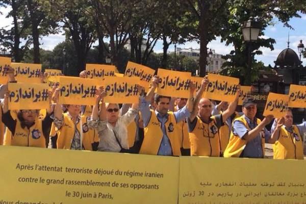 إيرانيون يحتجون في باريس صد تسليم دبلوماسي إيراني متهم بالارهاب لسلطات بلاده